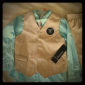Boys 4T NWT George Baby 4 piece suit